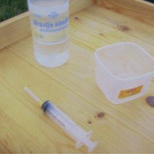 mravlja-kiselina-pcelarstvu-borbi-protiv-varoje-pcele-kosnica-slika-38685446-350x263-1.jpg